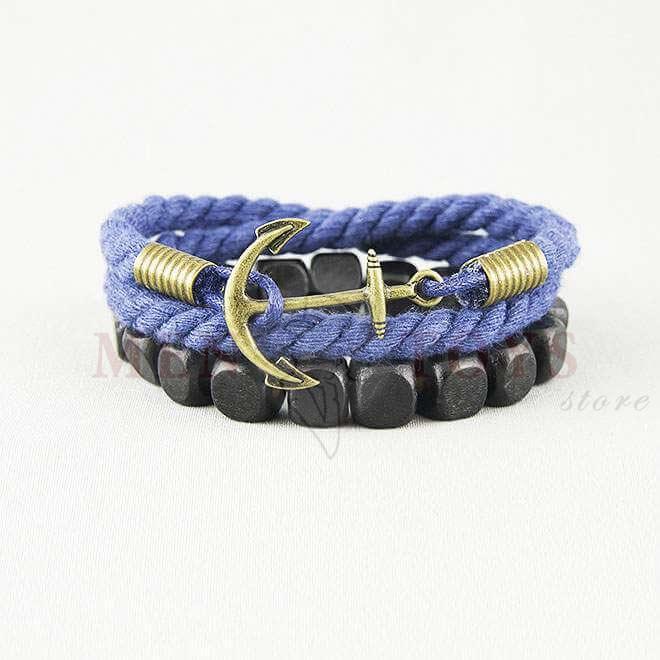 синий браслет с якорем и деревянными бусинами