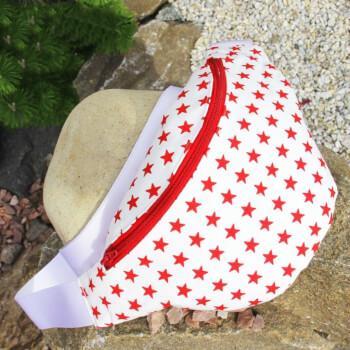 Сумка на пояс белого цвета в красную звезду