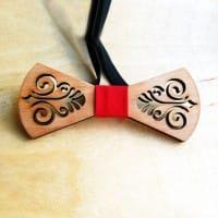 Бабочка из дерева с красивым узором в комплекте со скидкой