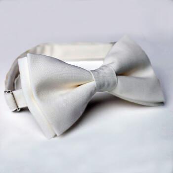 Белая галстук-бабочка