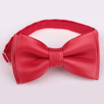 Красная галстук бабочка из заменителя кожи
