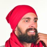 Мужская шапка красного цвета