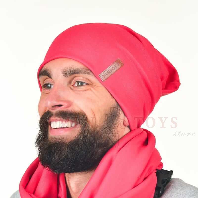 мужская шапка светло-красного цвета