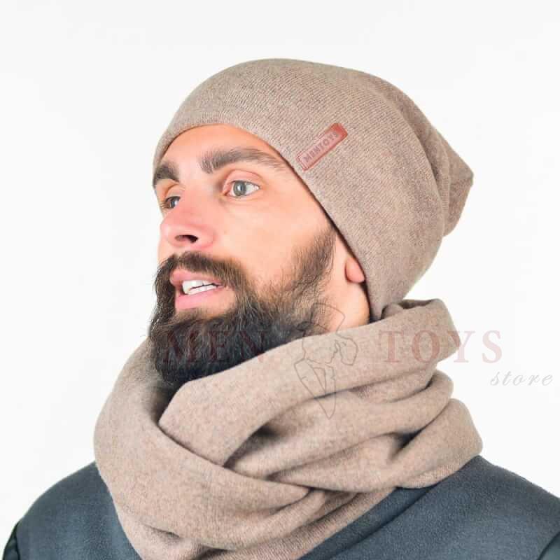 светлая мужская шапка из натурального трикотажа