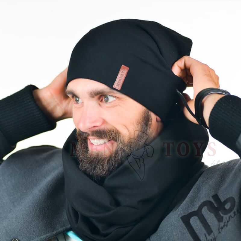 черная мужская шапка