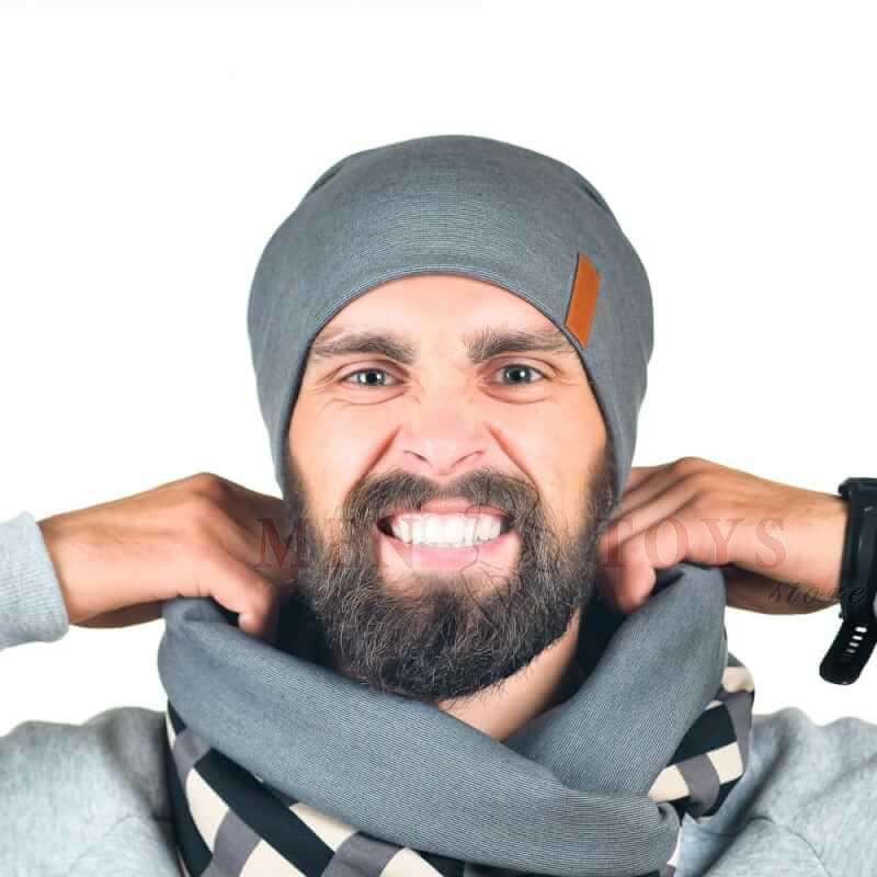 мужская шапка серого цвета