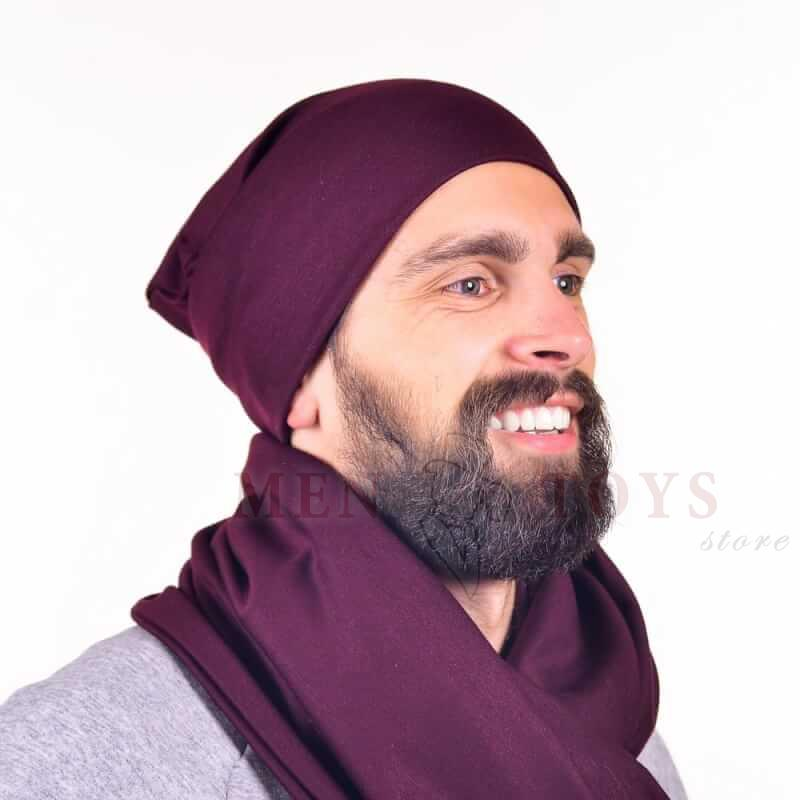 мужская шапка темно-пурпурного цвета