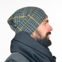 Мужская шапка в клетчатый узор