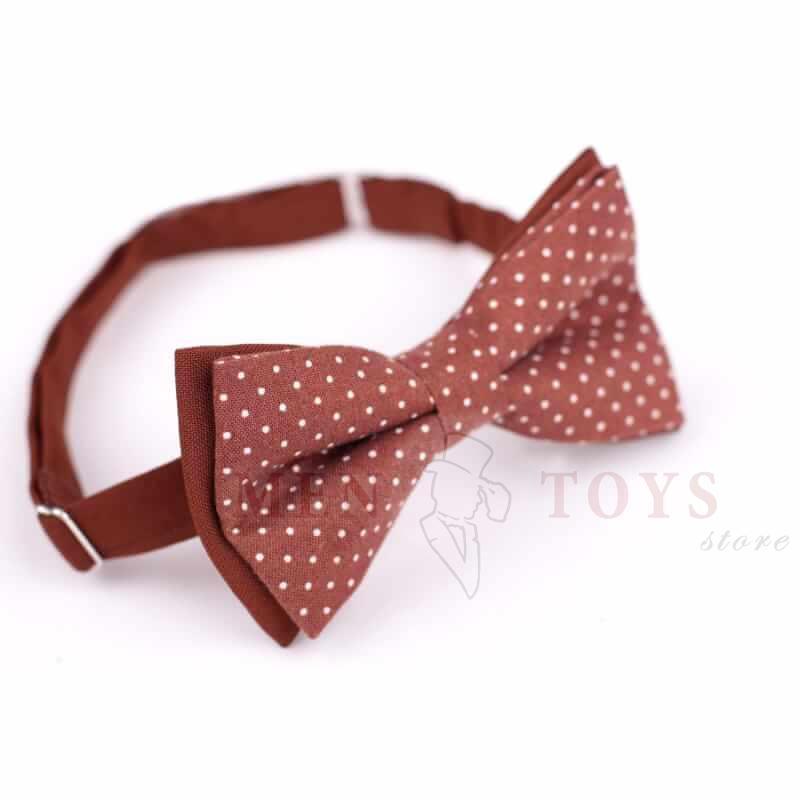 коричневая галстук бабочка в горошек