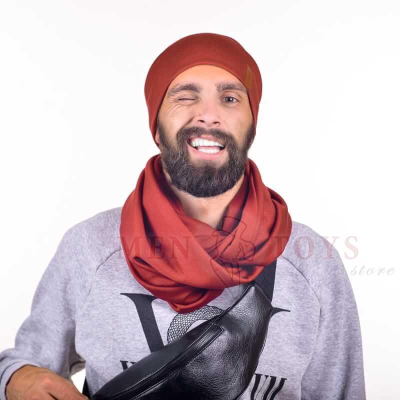 яркий шарф и шапочка в комплекте