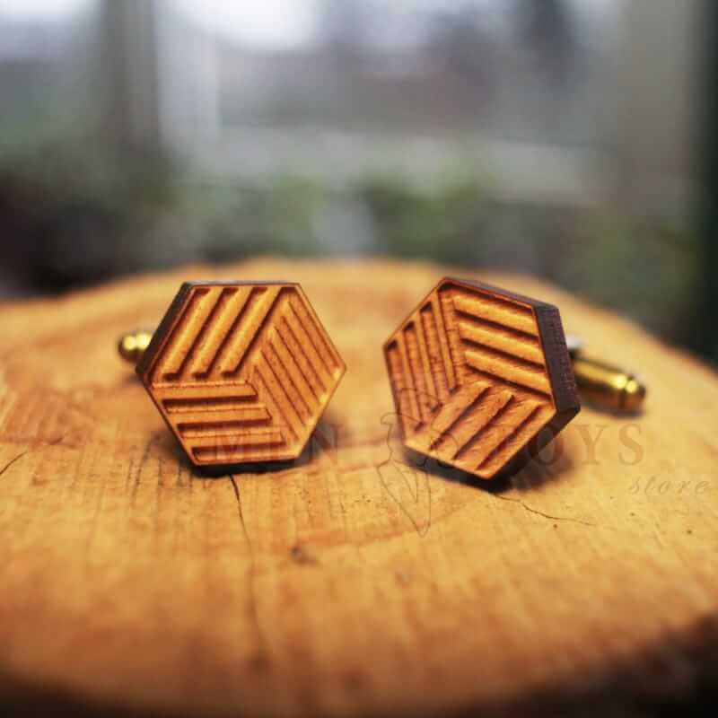 деревянные запонки с оригинальным узором