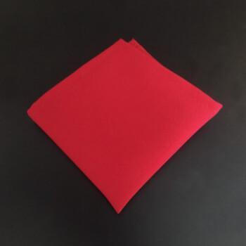 Красный нагрудный платок паше