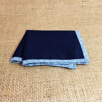 Темно-синий платок-паше со светлым кантом
