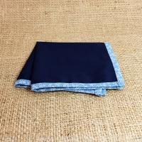 Темно-синий платок-паше со светлым кантом в комплекте со скидкой