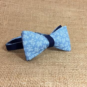 Двусторонняя темно-синяя бабочка с голубым узором
