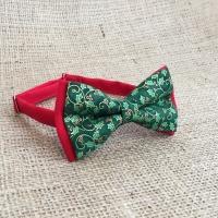 Праздничная красно-зеленая бабочка