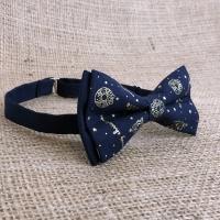 Новогодняя галстук-бабочка с золотистым узором в комплекте со скидкой