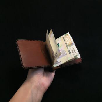 Компактный кожаный зажим для денег ручной работы