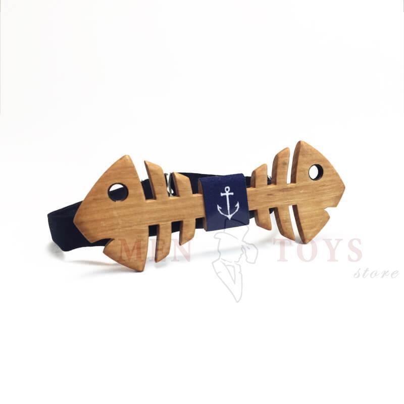 галстук-бабочка из дерева в форме рыбки