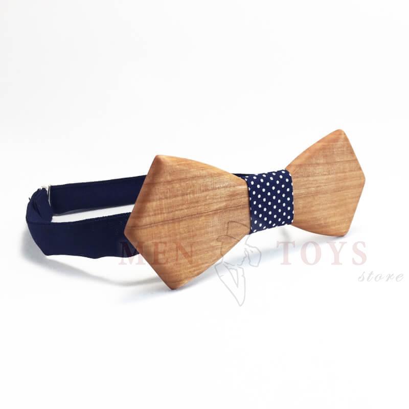 галстук-бабочка из дерева в горошек
