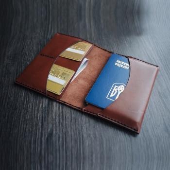 Кожаная обложка на паспорт (на 2 паспорта) ручной работы