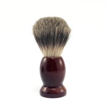 Помазок c деревянной ручкой и щетиной барсука
