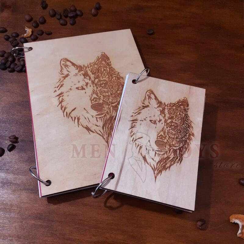 записная книга из дерева с гравировкой волк