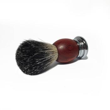Помазок с деревянной ручкой коричневого цвета