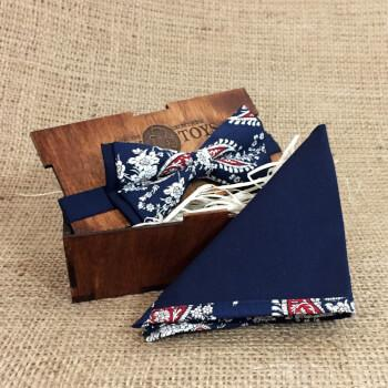 Темно-синяя галстук бабочка в узор