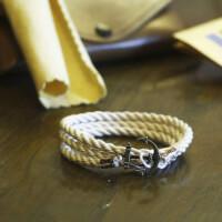 Белый браслет с якорем