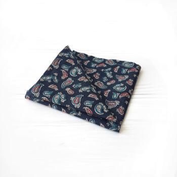 Темно-синий нагрудный платок с узором пейсли