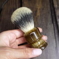 Помазок с имитацией шерсти барсука