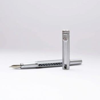 Перьевая ручка в древнем стиле
