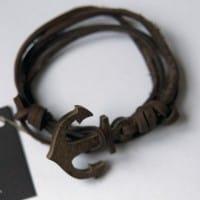 Кожаный браслет c якорем из дерева