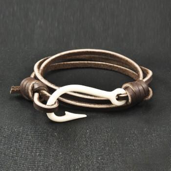 Кожаный браслет с крючком из кости
