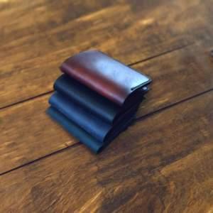 Кожаный минималистичный кошелек ручной работы