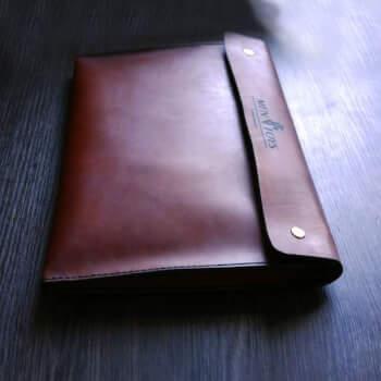 Клатч для бумаг или планшета из кожи.